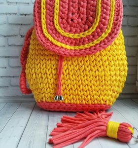 Женский рюкзак из трикотажной пряжи