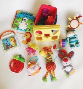 Пакет фирменных игрушек. Э