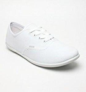13 Белые кеды