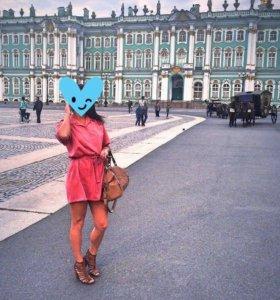 Летнее платье свободного кроя на поясе
