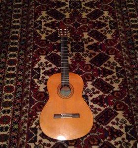 Гитара Yamaha C-40 (вместе с чехлом)