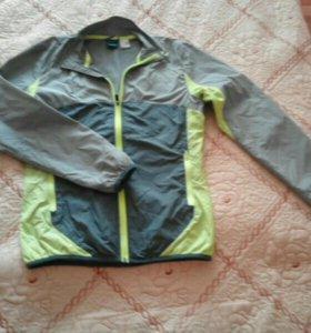 Ветровка- куртка.