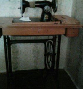 Продам машинку швейную - ножную