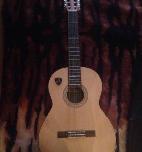 Классическая гитара Yamaha c40m
