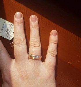 Новое обручальное кольцо с бриллиантом