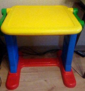 Детский столик со школьной доской