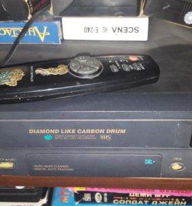 Видеомагнитофон в комплекте с видеокассетами