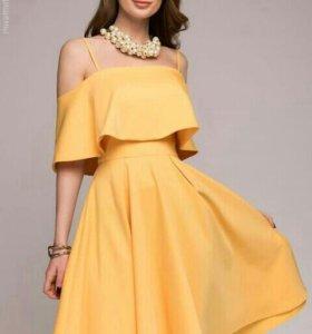 Платье новое M