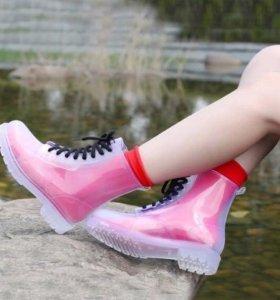 Абсолютно новые прозрачные ботинки.