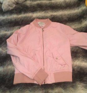 Розовый бомбер bershka