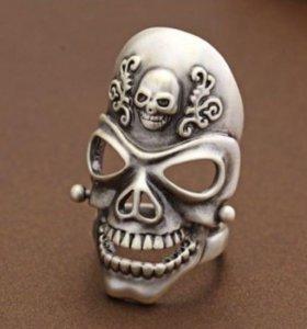 Кольцо с серебряным покрытием в виде черепа