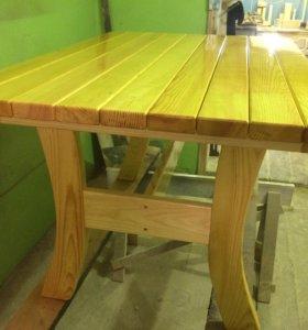 Стол из натурального дерева в Беседку