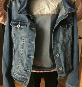 Легкая джинсовая куртка