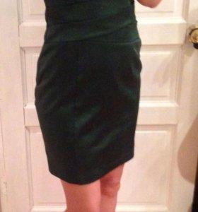 Платье атласное зеленое 42-44