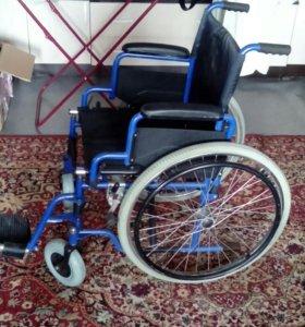 Инвалидная коляска. В хорошем состоянии.
