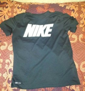 Фирменная футболка NIKE