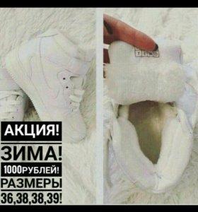 Продам новые кроссовки Nike Air Forse