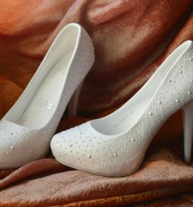 Свадебные белые туфли со стразами. Размер 39