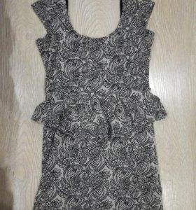 Платье с баской 42 р-р