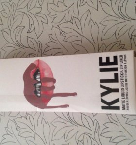 Kylie Lip Kit. Карандаш и помада