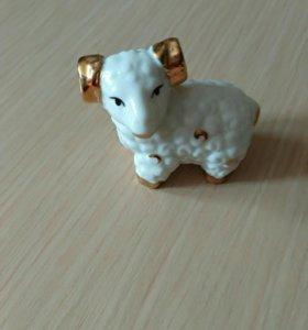 Фарфоровая овечка сувенир