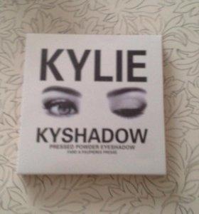 Палетка теней от Kylie
