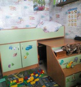 Детская кровать с столиком