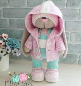 Вязанная игрушка Заяц- Тильда