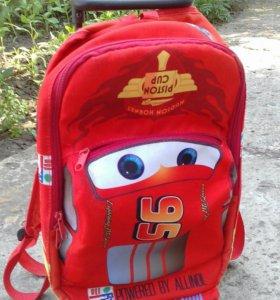 Школьный ранец на колесиках