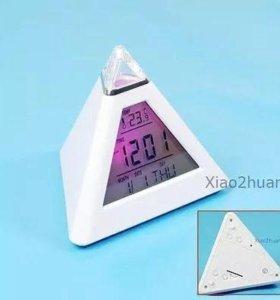 Светодиодный будильник в форме пирамидки