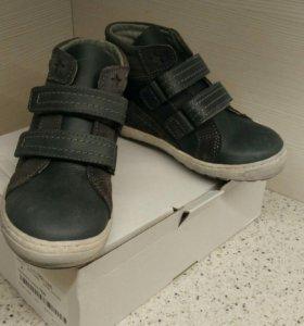 Новые кожаные ботинки vertbaudet