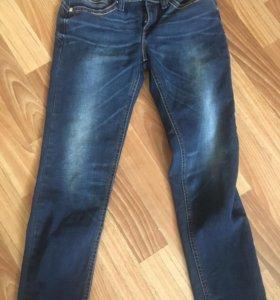Продам фирменные джинсы Levi's