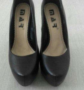 Почти новые туфли