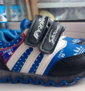 Кроссовки Adidas! р. 21(20)