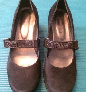 Туфли на танкетке чёрные замшевые