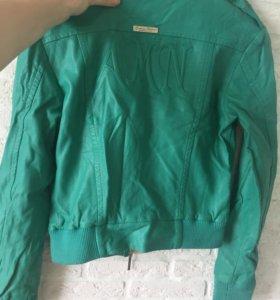 Куртки женские ,размер 42-44