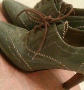 Прекрасные Итальянские кожаные туфли-ботильоны