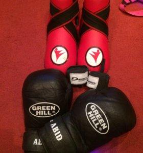 Боксерские перчатки 10 oz.защита ног(футы), бинты