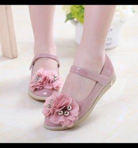 Очень красивые туфельки 33 размера