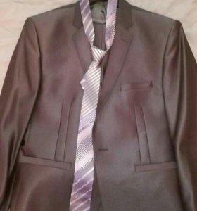 Продам отличный костюм