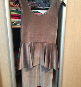 Новое фирменное платье с баской