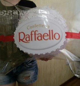 Гигантская конфета Raffaello