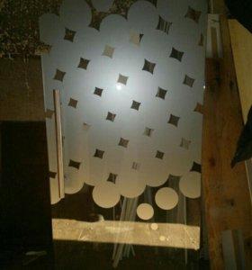 Цельностеклянная маятниковая дверь
