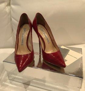 Туфли-лодочки красные