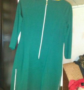Продам платье зеленое