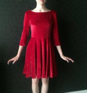 Платье бархатное с открытой спиной