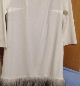 Платье 52-54 размер белый трикотаж, внизу искустве