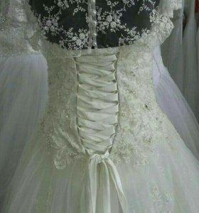 Комиссионный магазин продает свадебные платья