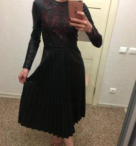 Платье с вышивкой и юбкой плиссе 🔥-20%
