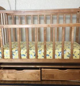 Детская кроватка с продольным маятником